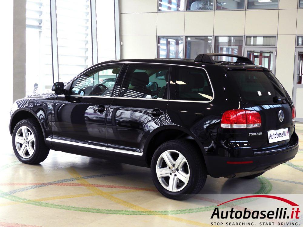 volkswagen touareg 2 5 tdi r5 tiptronic cambio automatico navigatore interno in pelle fari. Black Bedroom Furniture Sets. Home Design Ideas