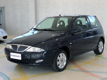 http://www.autobaselli.it/FOTO/130524/11A-lancia-ypsilon-ant1.jpg